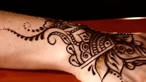 Process of Applying Mehndi on Wrist
