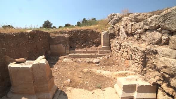 Neu entdeckte und ausgegrabene historische Ruinen an der archäologischen Ausgrabungsstätte
