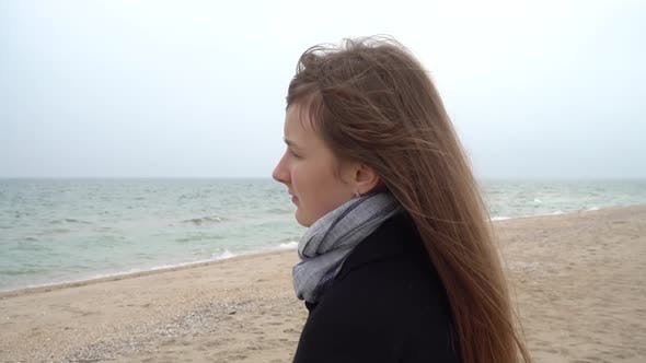 Thumbnail for The Girl Looks at the Sea
