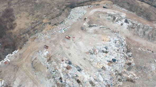 Thumbnail for Dump in der Mitte des Waldes