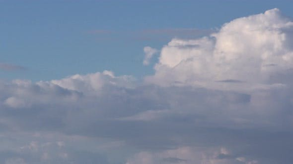 Cover Image for Time Lapse Clouds, Rolling Puffy Cloud Are Moving,