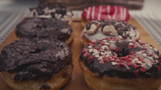 Cover Image for Six glossy donuts on a plate with a moving reflection