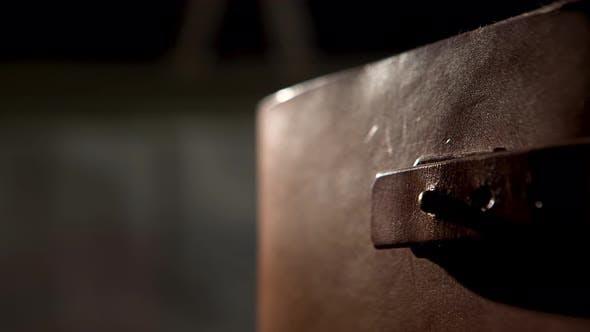 Thumbnail for Altes Lederbuch mit Riemen
