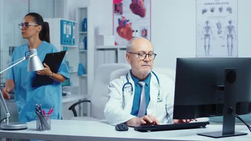 Senior Doctor in Moden Private Clinic