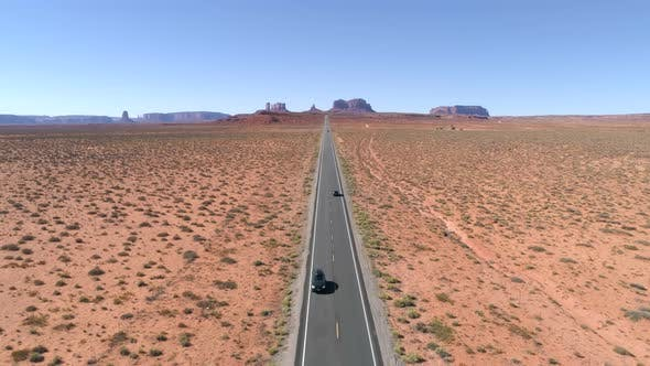 Cover Image for A Wide Angle Shot Driving on Hwy 163 Towards Monument Valley