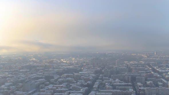Thumbnail for Winter Sonnenaufgang über einer russischen Stadt