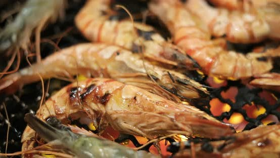 Cover Image for Grill shrimp on metal net