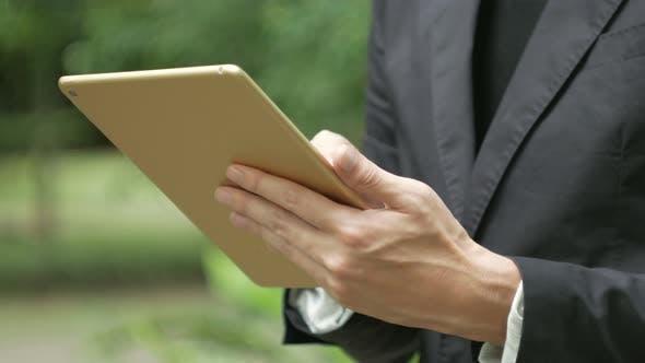 Thumbnail for Verwenden von Tablet Businessman