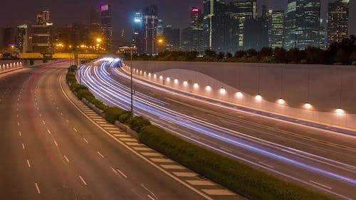 Singapur und Verkehr bei Sonnenuntergang