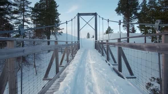 Thumbnail for Gefrorene Holzbrücke Fluss. Norwey