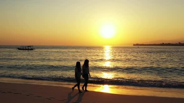 Thumbnail for Sexy femmes amusantes en vacances profiter de la vie à la plage sur fond de sable bleu et blanc 4K