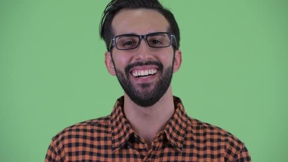 Thumbnail for Gesicht des fröhlichen jungen bärtigen persischen Hipster-Mann lächelnd