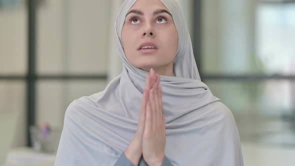 Young Arab Woman Feeling Scared Frightened
