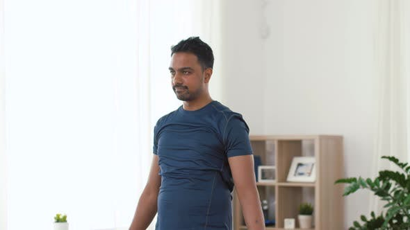 Cover Image for Indian Man Exercising with Dumbbells at Home