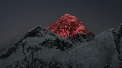 Time-lapse of Mount Everest at sunset