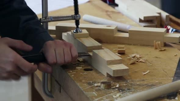 Thumbnail for Meister produziert Zimmerei und verarbeitet Holzdetails