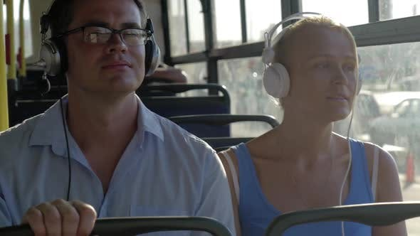 Bus Commuting with Music