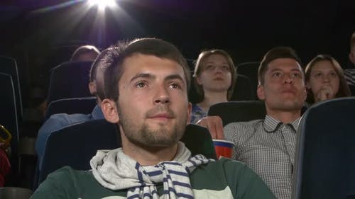 Young Mans Film im Kino: Thriller, Close Up