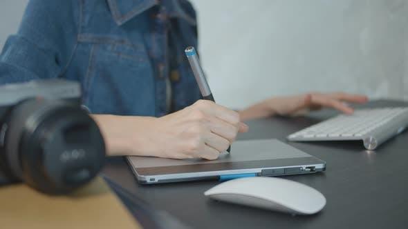Thumbnail for Photographer Using Digital Pen