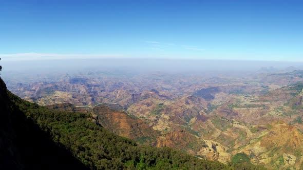 Thumbnail for Panoramique sur la plaine éthiopienne et la vallée du Rift depuis les Monts Simien Éthiopie Afrique