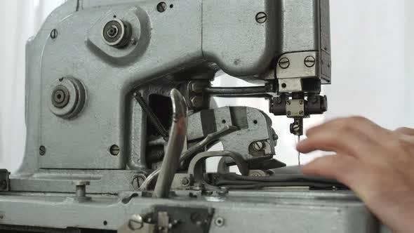 Thumbnail for WOOBLE Nähen an der Industriemaschine
