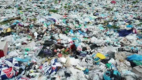 Plastic pollution environmental problem