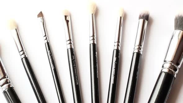Cover Image for Cosmetic Brush 2