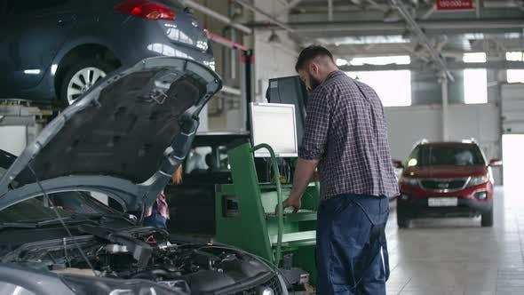 Thumbnail for Using Computer for Car Repair