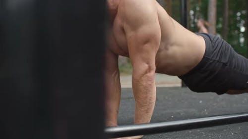 Bodybuilder und Athlet Working Out
