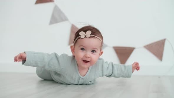 Happy Kid, Soins de bébé, Rester à la maison, Confort et Joie.