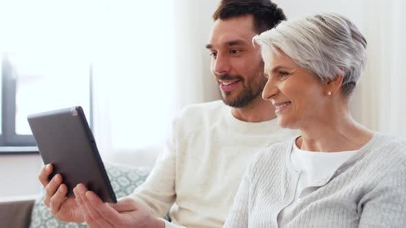 Cover Image for Old Mother and Adult Son with Tablet Pc at Home