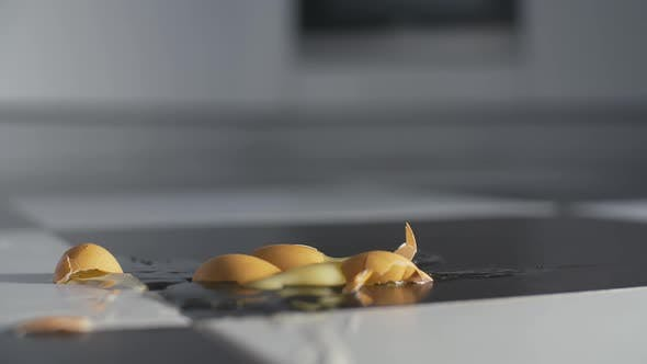 Cover Image for Egg Drops On The Floor