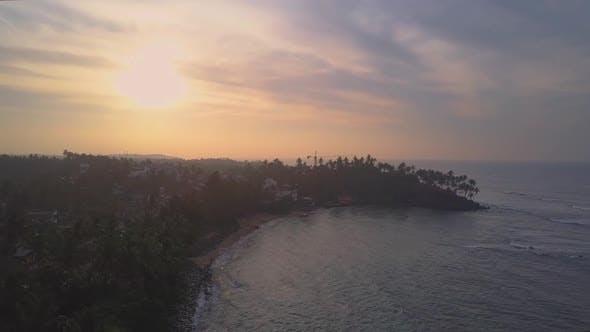 Thumbnail for Ruhige Meeresbucht und leere Küste mit Palmen Luftansicht