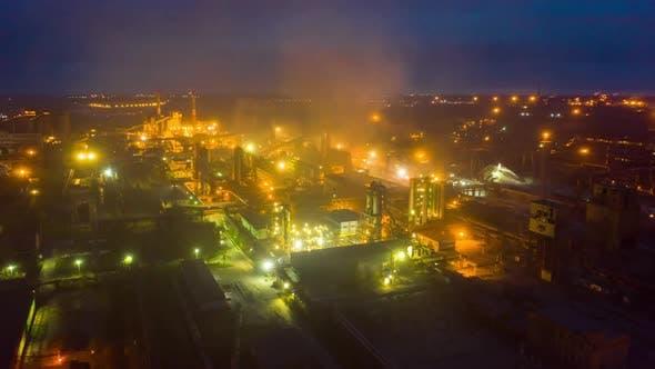 Thumbnail for Antenne Hyperlapse Zeitraffer, Nachtszene von Industriekraftwerk