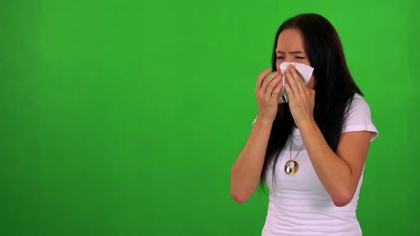 Cover Image for Young Pretty Woman Blow One's Nose - Green Screen - Studio