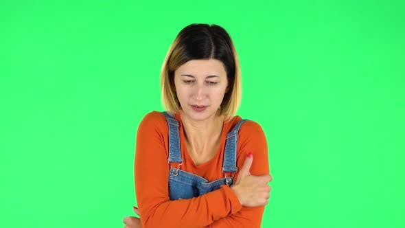 Cover Image for Beautiful Sweet Girl Froze and Trying To Keep Warm Against Green Screen