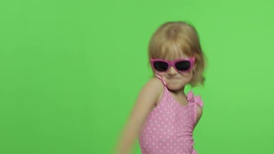Thumbnail for Kinder in rosa Badeanzug, Sportübungen, Mädchen, Fitness, Training und Tanzen