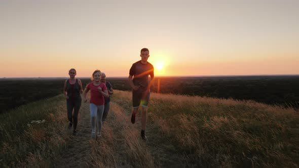 Cover Image for Several Generations of a Family Running Together in a Beautiful Location