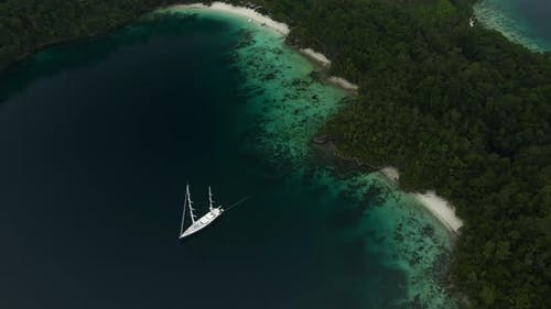 Triton Bay: Boat On Turquoise Sea And Green Tropical Trees In Kaimana Islands.