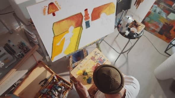 Hochwinkel des Künstlers Gemälde Bild im Studio