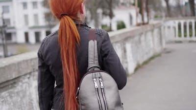 Thief Steals Womans Bag