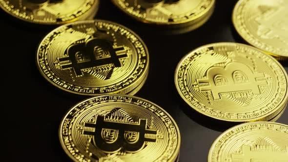 Thumbnail for Drehender Schuss von Bitcoins