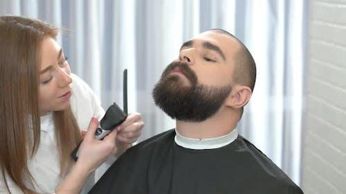 Beard Grooming in Salon