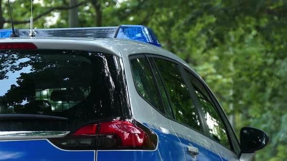 Polizeiauto im Stadtpark 02