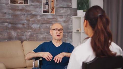 Patient im Rollstuhl