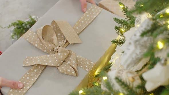 Thumbnail for der Bogen auf dem Weihnachtsgeschenk