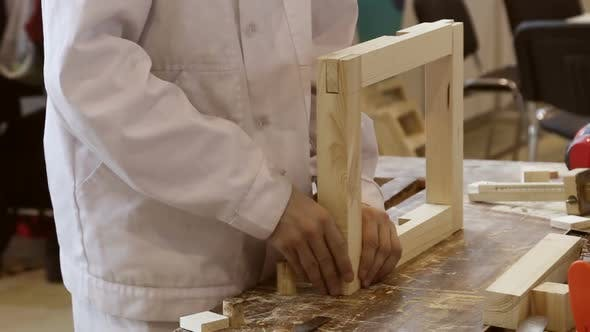 Master Produces Carpentry and Processes Wooden Details