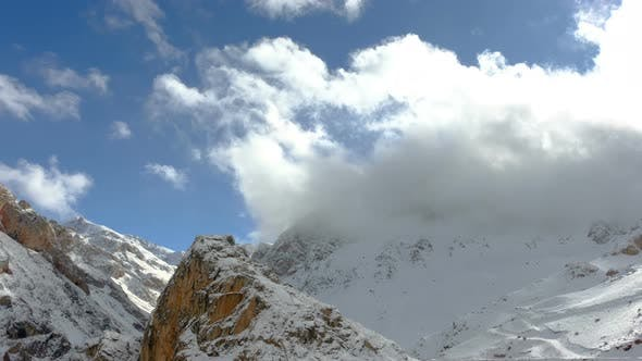 Cover Image for Winter Cloudy Mountains