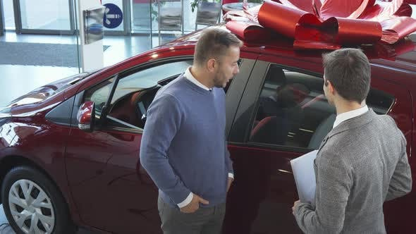 The Seller of Cars Tells the Buyer the Characteristics of the Car