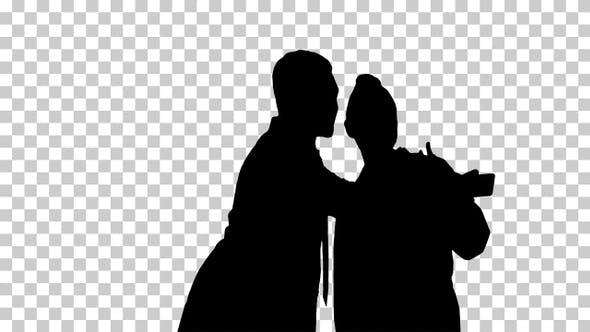 Thumbnail for Silhouette Zwei Ärzte machen Selfie mit einem Smartphone